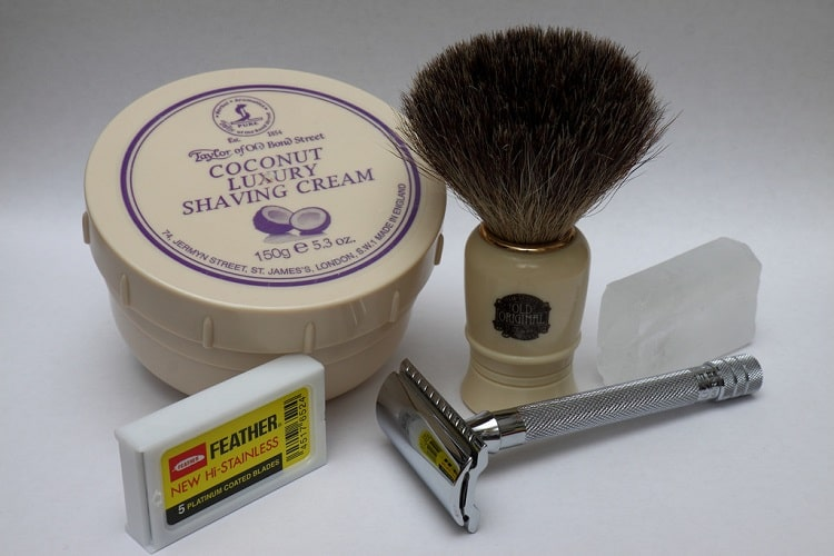 some shaving items