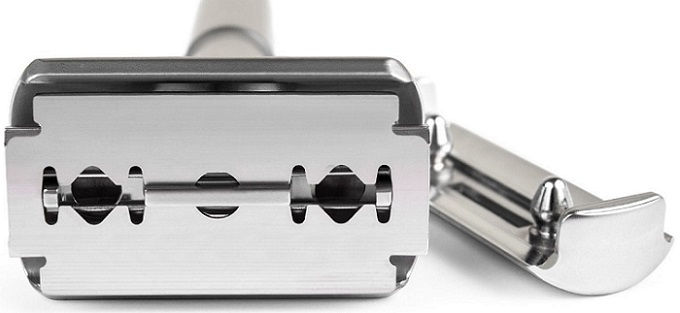the front part of a safety razor head