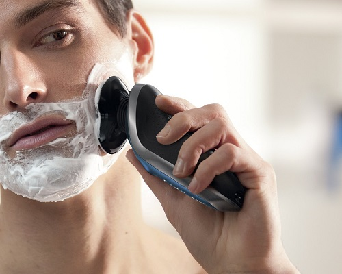 man shaving with Philips Norelco Electric Shaver 8900